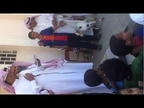 فيديو مدرسة في جيزان تكرم طلابها والجوائز تيوس كذا الجوائز ولا بلاش