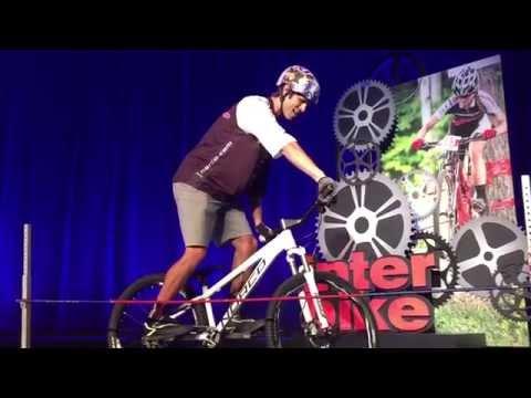 Ryan Leech en  Interbike 2015 NutCase Helmets