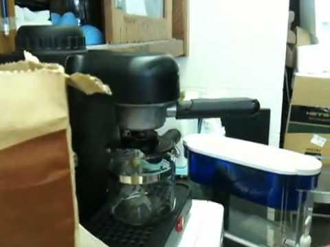 How to use a mini-espresso machine