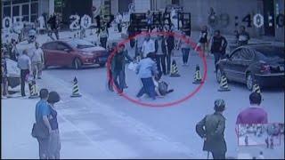 بالفيديو.. استجابة لنداء سيدة.. إيقاف لص فى الشارع بـ«مقص حرامية»
