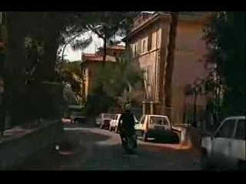 Nanni Moretti in Vespa alla Garbatella