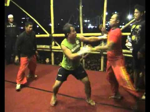 Pencak Dor LIRBOYO Kediri tgl 8 juli 2011 (Aris & Gatot Ringinrejo) Part 1