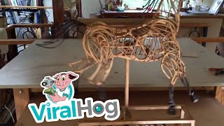تحفة فنية لحصان يعمل بالتروس