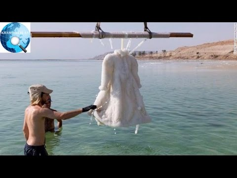 Chiếc váy bị ngâm dưới Biển Chết, 2 năm sau bỗng trở thành tuyệt tác pha lê lấp lánh - Thời lượng: 1:34.