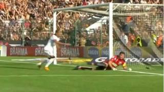 O timão vence com gol de Liedson e fica a um ponto do penta campeonato brasileiro 2011.