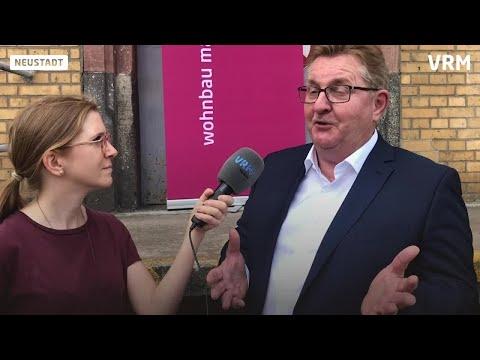 Schlüsselübergabe der Kommissbrotbäckerei in Mainz an Wohnbau-Geschäftsführer Will