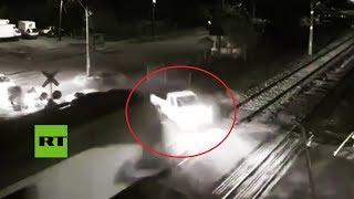 Brutal accidente: Tren embiste a una camioneta en un cruce