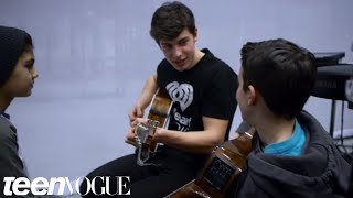 Video Shawn Mendes Surprises Two Fans and Performs for Them   Teen Vogue MP3, 3GP, MP4, WEBM, AVI, FLV Oktober 2018