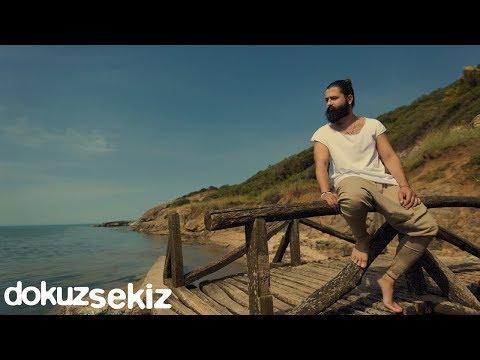Koray Avcı - Diz Dize (Lyric Video) (видео)
