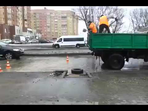 Вот так в России быстро и качественно дороги ремонтируют...