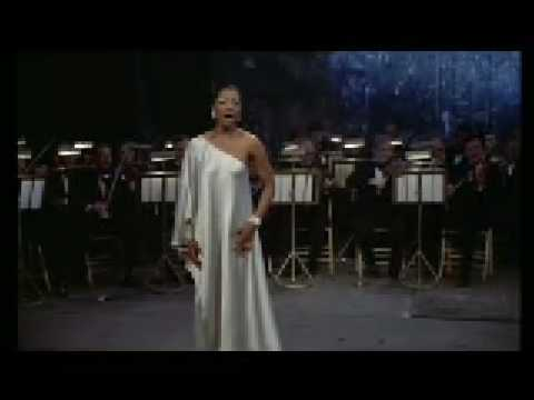 Diva) - Fernandez sings the aria 