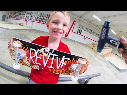 6 YEAR OLD BUILDS NEW SKATEBOARD!_Legjobb extrémsport videók