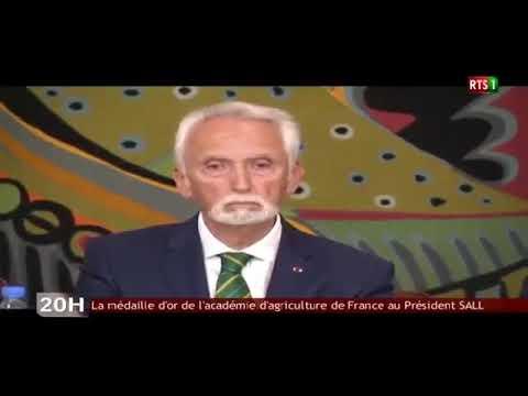 Décoration du Président de la République par l'Académie d'Agriculture de France