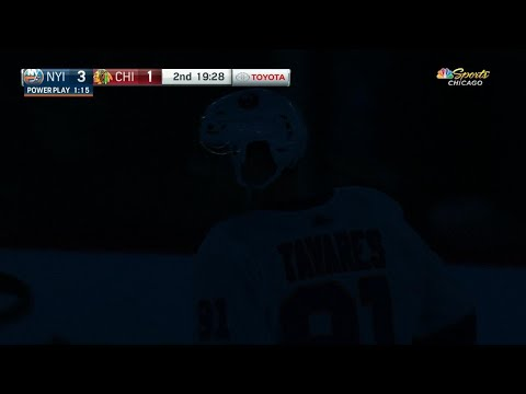Video: Lights go out during play between Blackhawks, Islanders at United Center