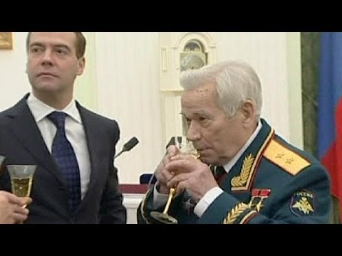 Michail Kalaschnikow, Erfinder des unter seinem Namen b ...