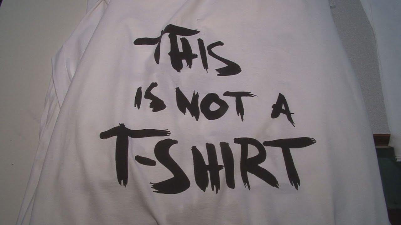 Ενα μακό μπλουζάκι δίνει δουλειά σε πρόσφυγες!