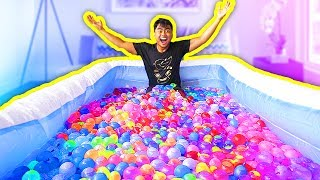 Video 1000+ WATER BALLOONS IN A POOL! MP3, 3GP, MP4, WEBM, AVI, FLV Januari 2018