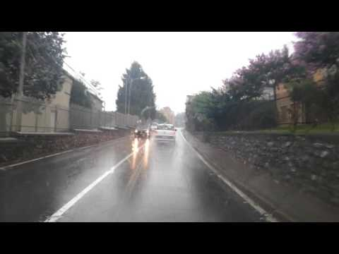 Si scatena il nubifragio, difficile circolare sulle strade di Como