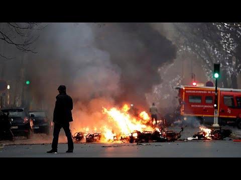 «Κίτρινα Γιλέκα»: Συγκρούσεις και χημικά στο Παρίσι