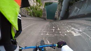 VTT: il descend un barrage quasi vertical avec une caméra embarquée