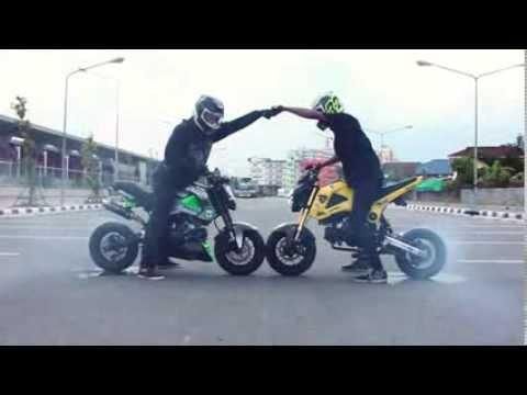 Msx125 Stunt : ดวลอัศวินดำถนน Grom ผาดโผน