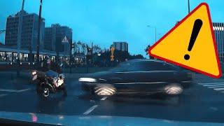 Przejeżdżający na czerwonym zmiata motocyklistę…