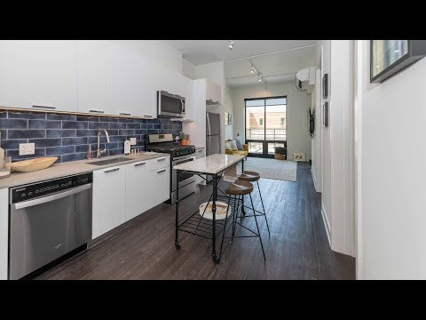 An Old Town 2-bedroom model with a terrace at 1435 North Wells