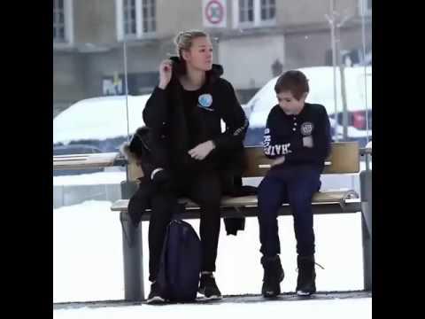 Sokakta üşüyen bir insana paltonuzu verir misiniz? Norveç'te yapılan sosyal bir deney