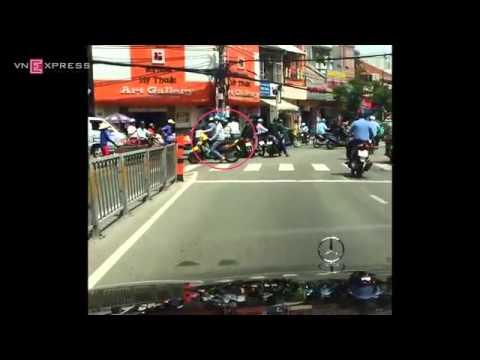 Video dàn cảnh móc túi trắng trợn tại Sài Gòn