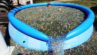 Video What Happens If You Throw Sodium Bomb in Giant Orbeez Pool? MP3, 3GP, MP4, WEBM, AVI, FLV Agustus 2017