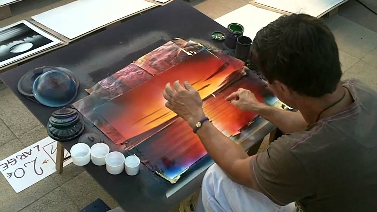 Spray Speed Painting on the street