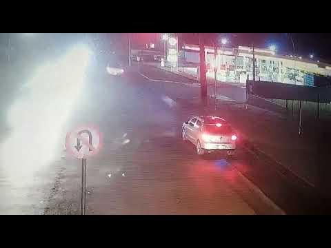 Palotina - Condutor foge de abordagem, coloca a vida de transeuntes em risco e acaba detido pela PM. Ação foi flagrada por câmeras.