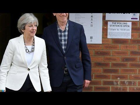 Ψήφισαν οι ηγέτες των βρετανικών κομμάτων
