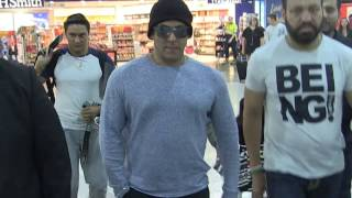 Video 'SALMAN KHAN's - beautiful moment with little girl @Melbourne Airport' #EXCLUSIVE  24/4/17 MP3, 3GP, MP4, WEBM, AVI, FLV November 2018
