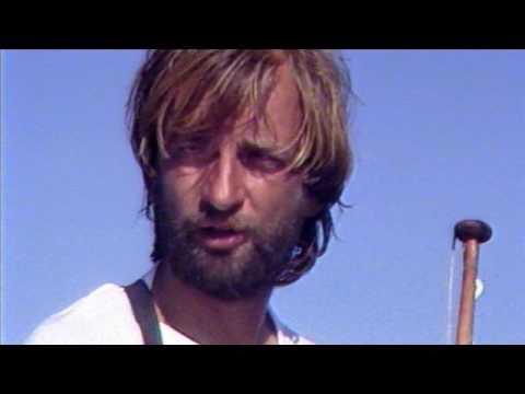 Puhelimessa Hjallis Harkimo Falkland 1987 tekijä: Kukka Kaali
