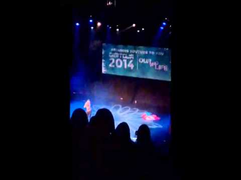 thedigitour - Trevor Moran singing Applause at