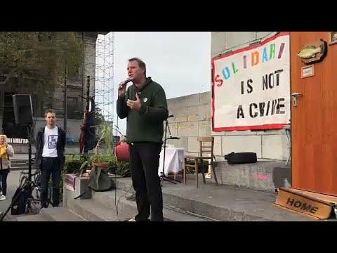 Βρυξέλλες: «Η αλληλεγγύη δεν είναι έγκλημα»