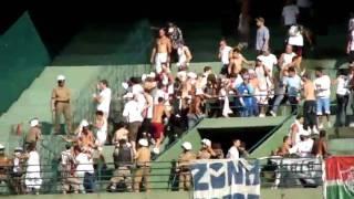 Flagrante de Briga na Torcida do Fluminense enfrentando a PM.