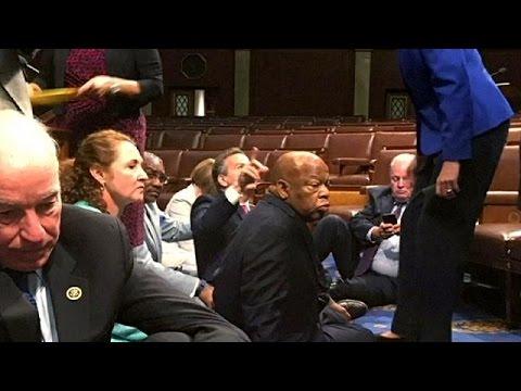 ΗΠΑ: Καθιστική διαμαρτυρία των Δημοκρατικών βουλευτών για την οπλοκατοχή !