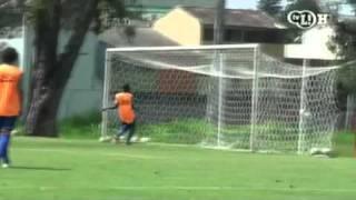 Ronaldinho faz gol sem olhar no treino do Flamengoronaldinho gaucho crazy goal