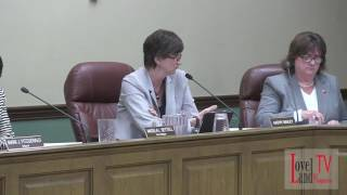 "Kathy Bailey urges Council to pass the ""Compromise"" vendor ordinance"