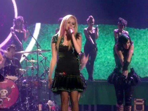Avril Lavigne – Hot (Live)