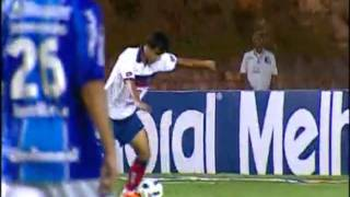 27a rodada - 01/10/2011 Após passe de Lincoln, William tenta, mas deixa para Pedro Ken, que chuta perto da pequena área. Marcelo Lomba salva o Bahia ...