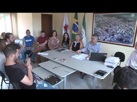 Em reunião, prefeito de Carmo do Cajuru apresenta propostas para o município