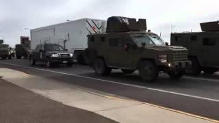 Video Un convoie armées jusqu'au dent escorte un camion qui a un missile nucléaire MP3, 3GP, MP4, WEBM, AVI, FLV Agustus 2017