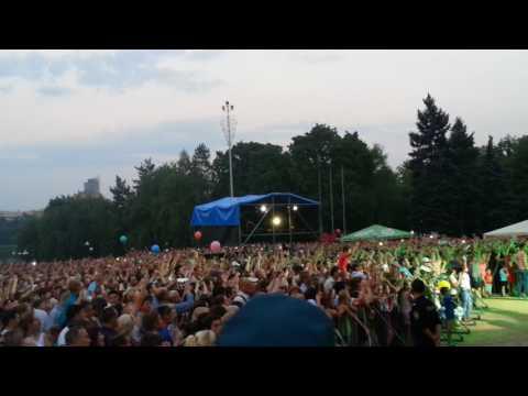 """Концерт Газманова - Донецк скандирует """"Вперед, Россия!"""""""