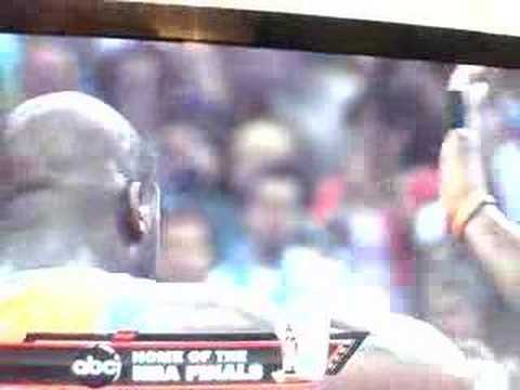 HIGH FIVE!..NOT! Shaq and Amare