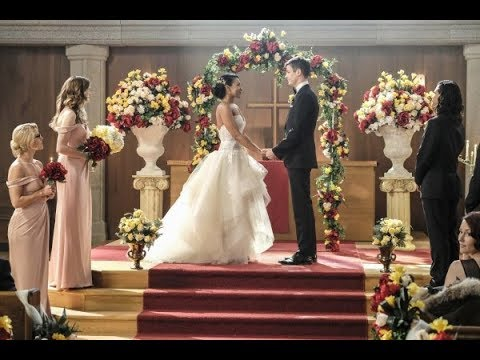 "Supergirl 3x08: Crisis on Earth-X Part 1 - Westallen Wedding + Kara sings ""Runnin' Home to You"""