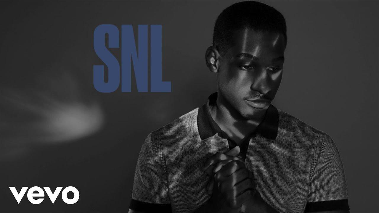 Leon Bridges Performs 'Smooth Sailin' & 'River' On SNL