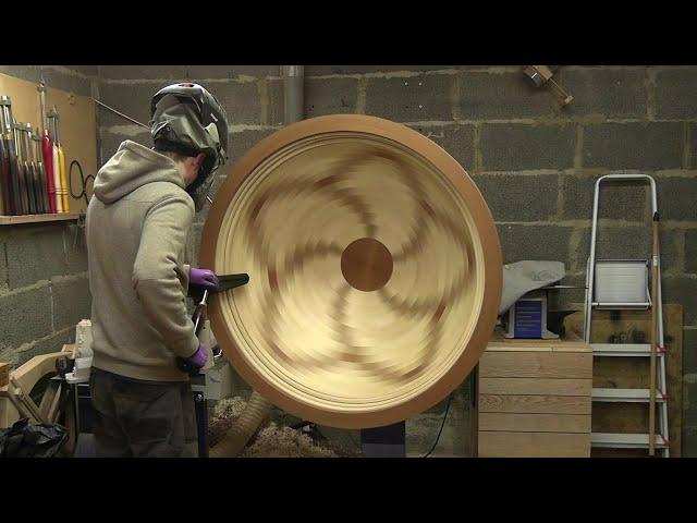 旋盤で作る巨大な木製ボウル